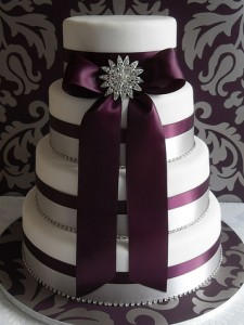 Classy wedding cake on Surviving Marriage Tips.com