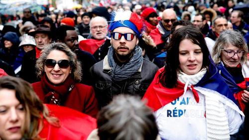 1000s of Red Scarves Begin Counter Protests as Yellow Vest Movement Fractures