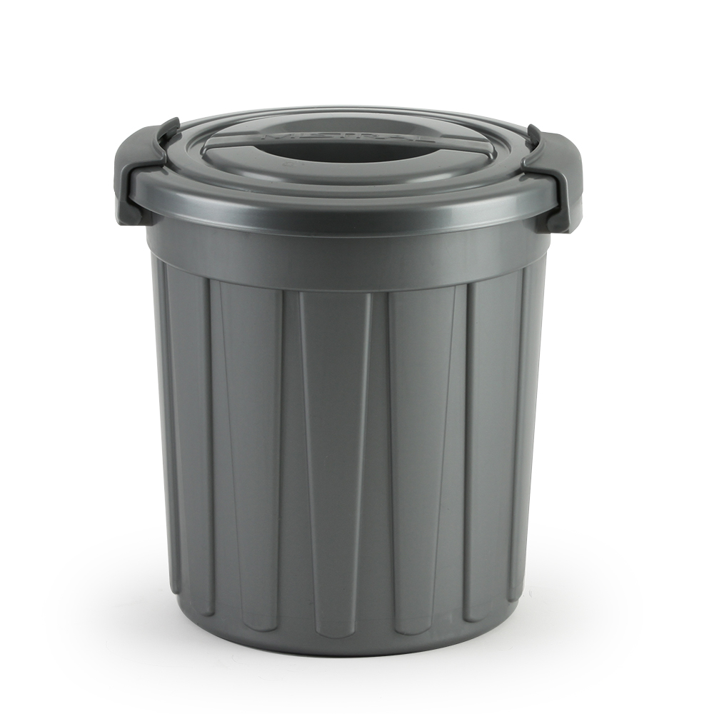 Mistral locking trash cans