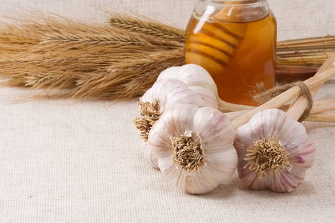 Thumbnail for the post titled: 10 Natural Remedies for your Medical Kit