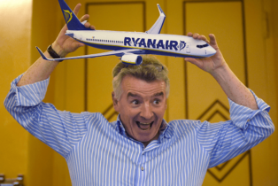 Airline CEO Destroys Immigration