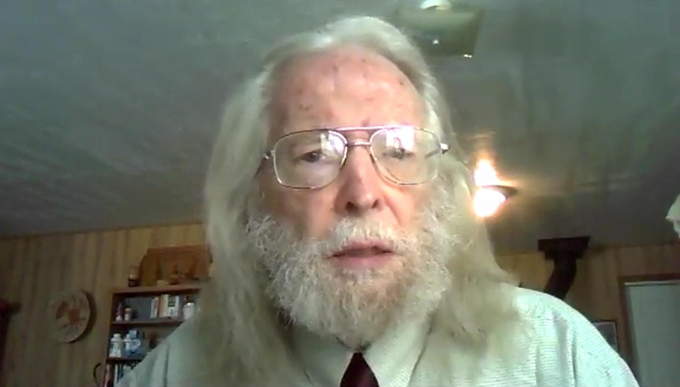 O Irmão John P Pratt, testemunha das placas de Mórmon, entrega a revelação Senhor por meio do profeta Maurício A Berger na Conferência Mundial do Brasil em abril de 2020