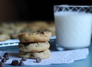 Chocolate Chip Oatmeal Cookies https://thepartysinthekitchen.me/