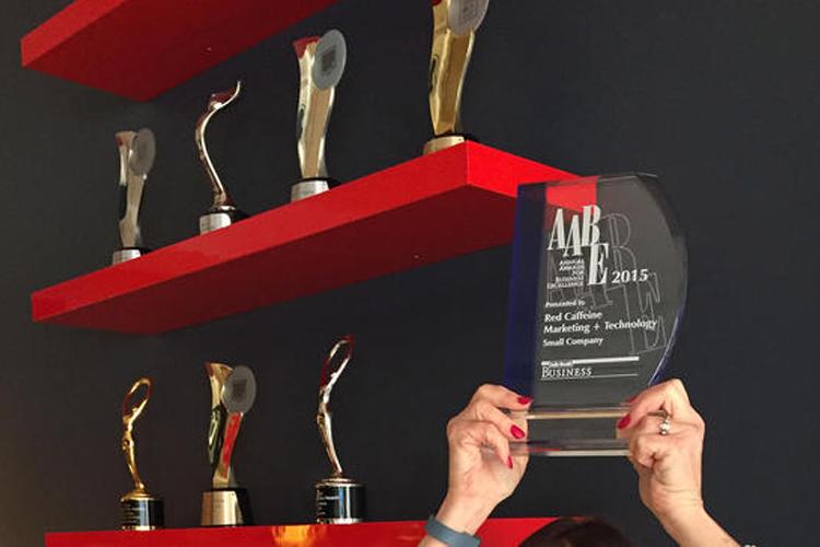 Nuestro Queso Recibe el Premio Anual a la Excelencia Empresarial por el Daily Herald de Negocios Ledger