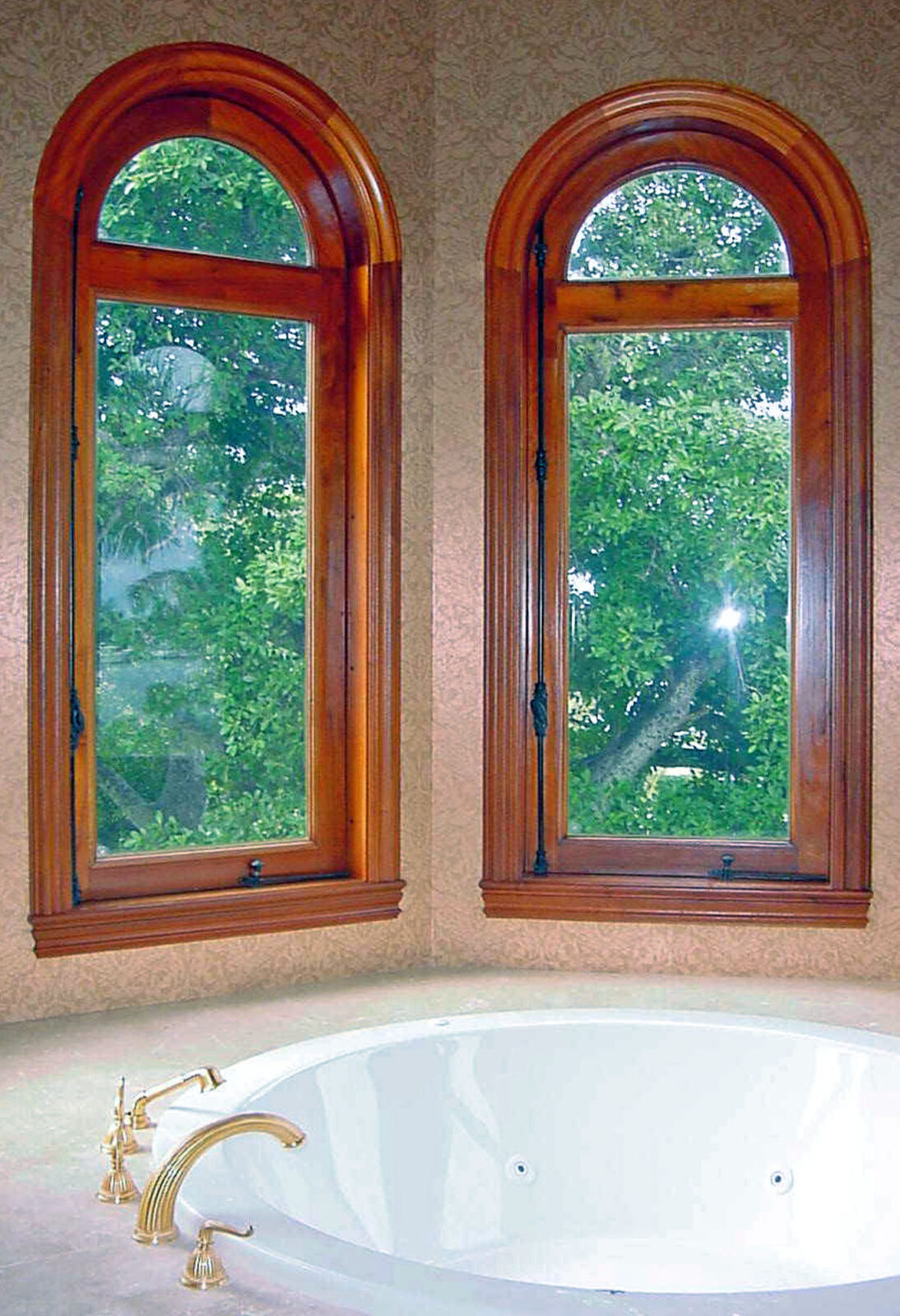 LANTANA BATHROOM WINDOWS