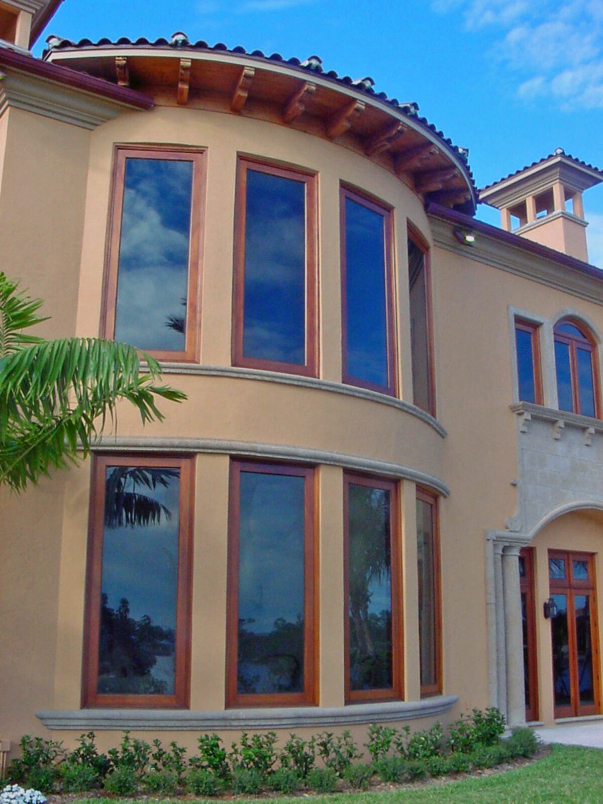 LANTANA FIXED MAHOGANY WINDOWS