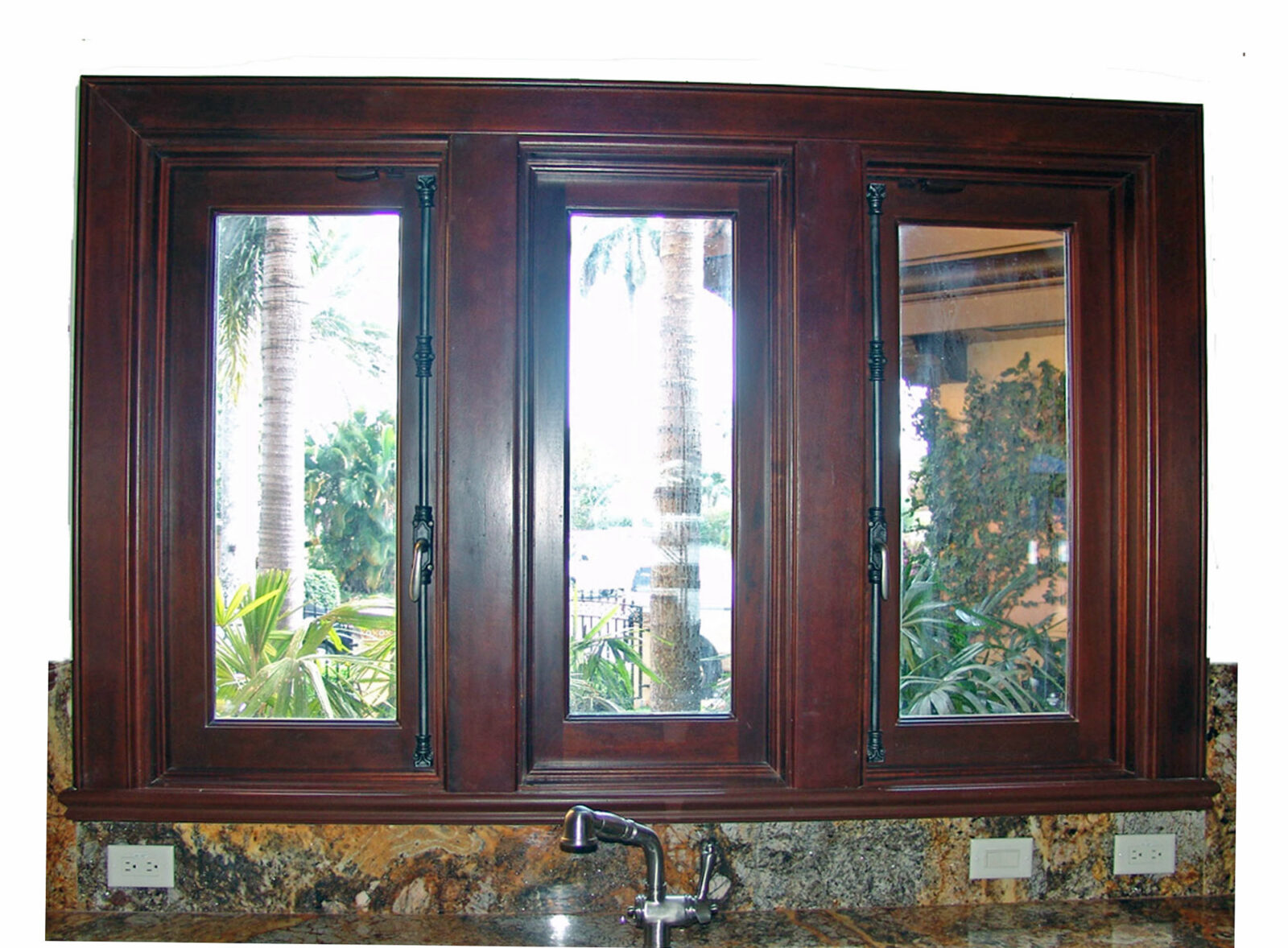 NURMI ISLAND KITCHEN MAHOGANY CASEMENT WINDOWS