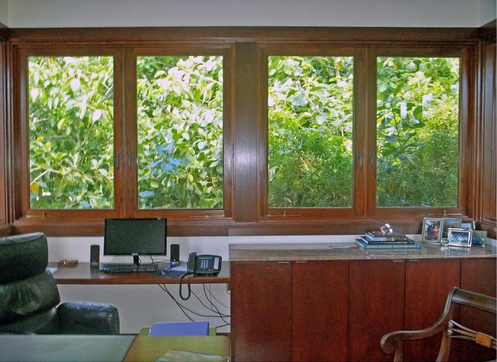 TAHITI BEACH WINDOWS