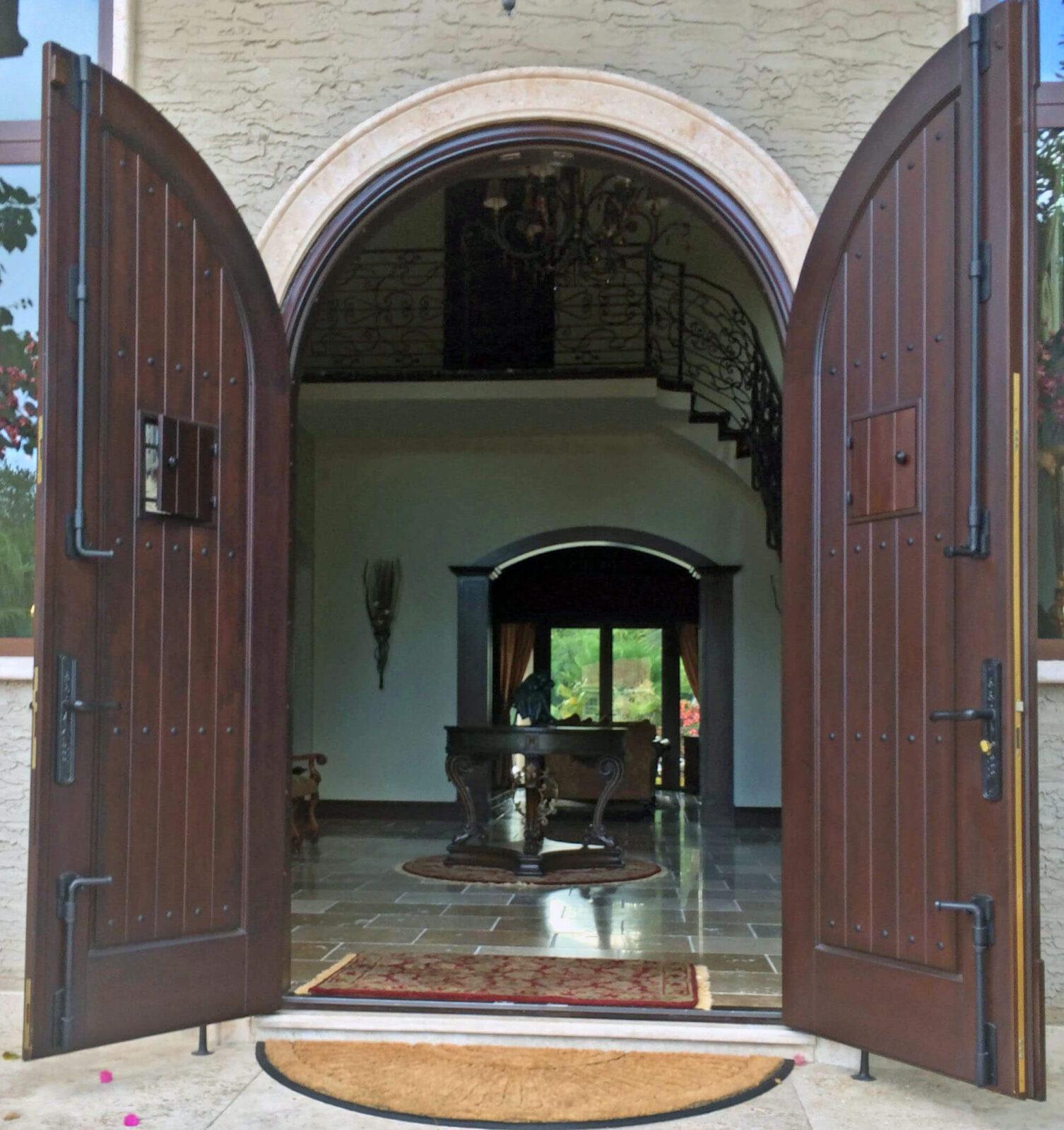 MORNINGSIDE MIAMI MAHOGANY ENTRANCE DOORS. INTERIOR VIEW.