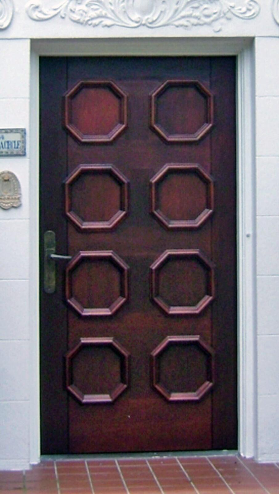 ALHAMBRA MAHOGANY DOOR.