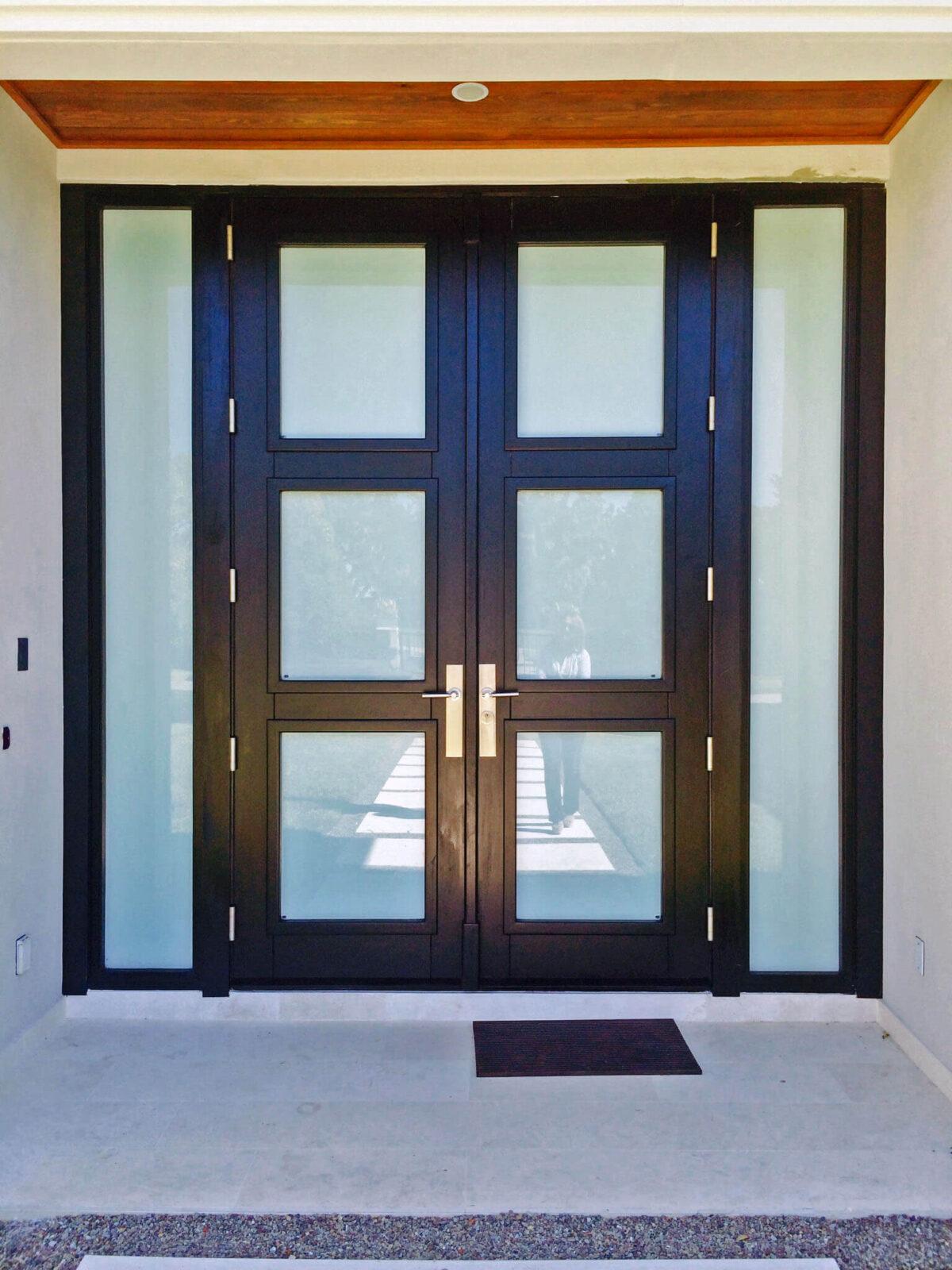 ORLANDO. MAHOGANY ENTRANCE GLASS DOOR.