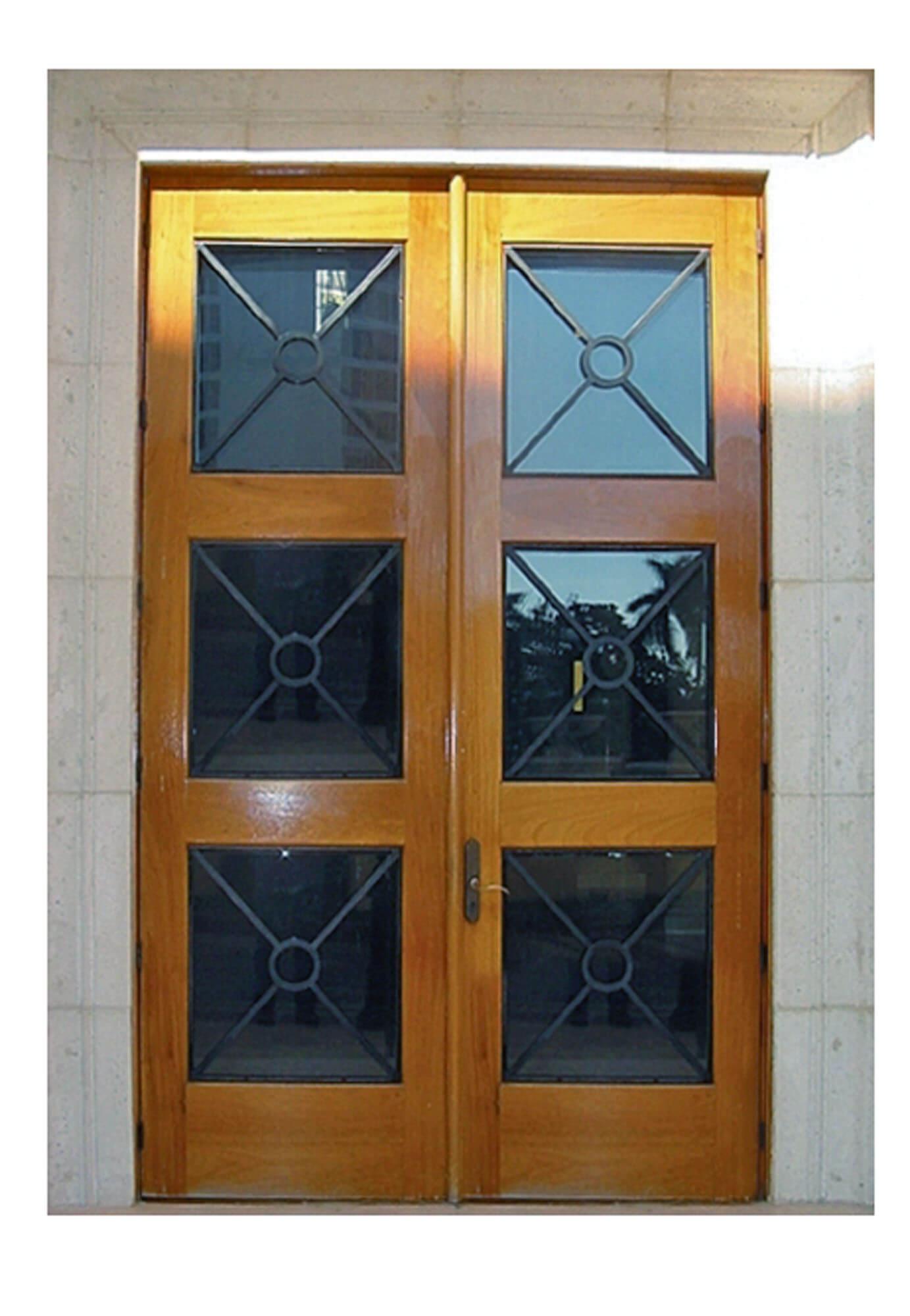 PEMBROKE PINES. MAHOGANY GLASS DOOR.