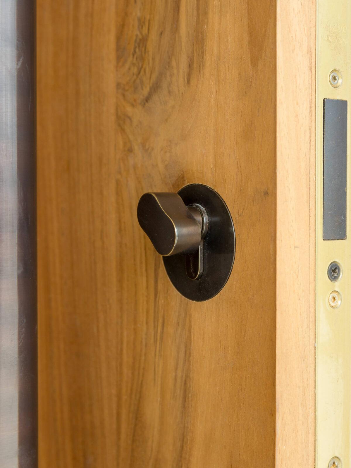 TEAK DOORS.DETAIL OF LOCKING THUMB TURN.
