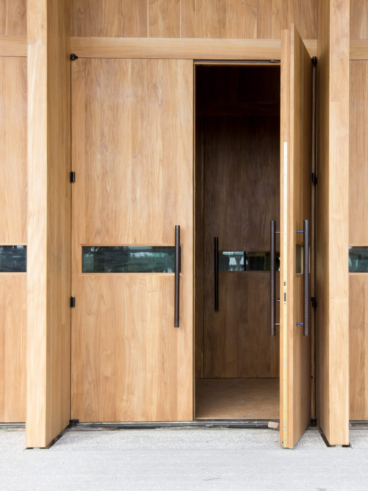 TEAK ENTRANCE DOORS FOR THE MIAMI PEREZ ART MUSEUM.