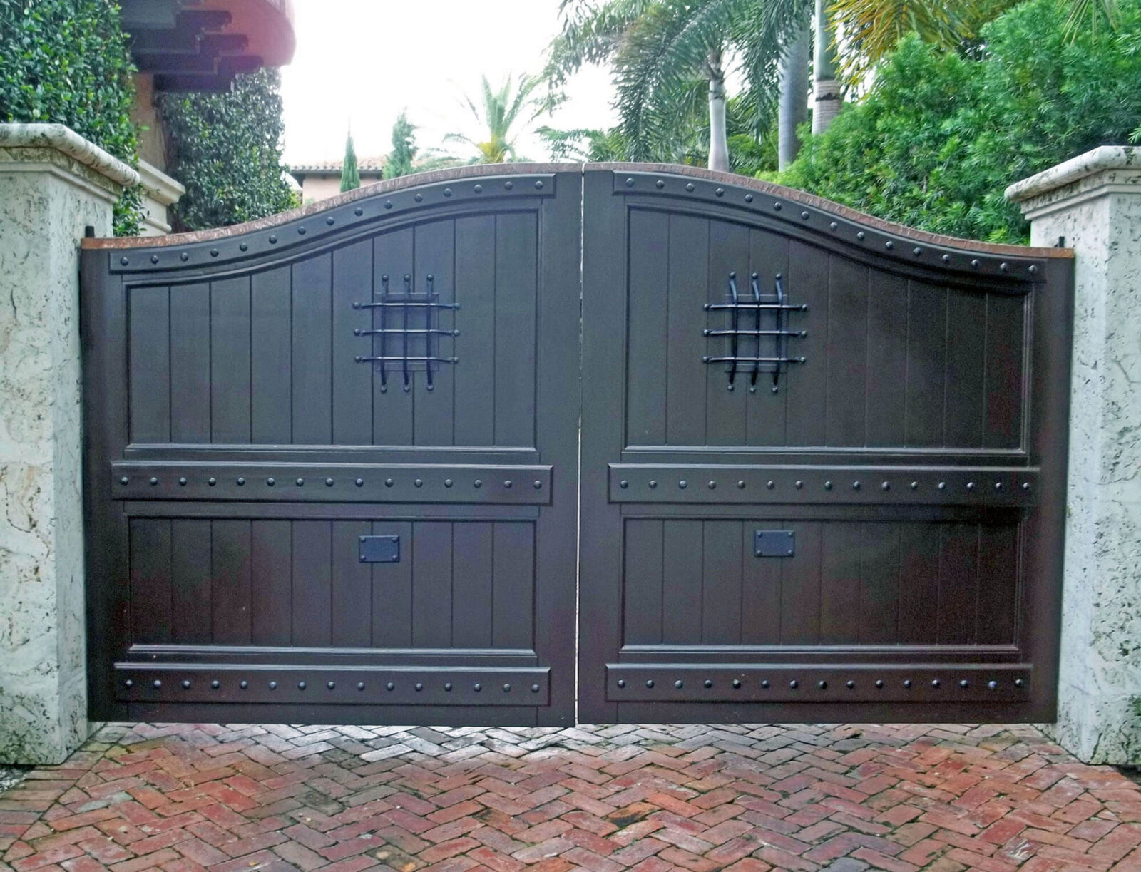 PALM ISLAND MAHOGANY CAR GATE.