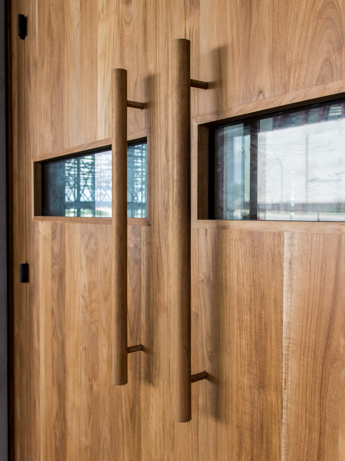 TEAK ENTRANCE DOORS DETAIL.