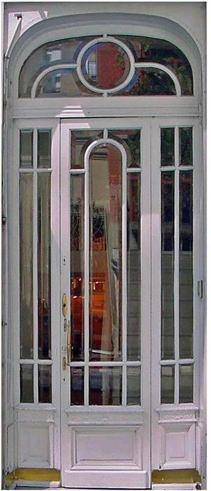 BUENOS AIRES GLASS DOOR.
