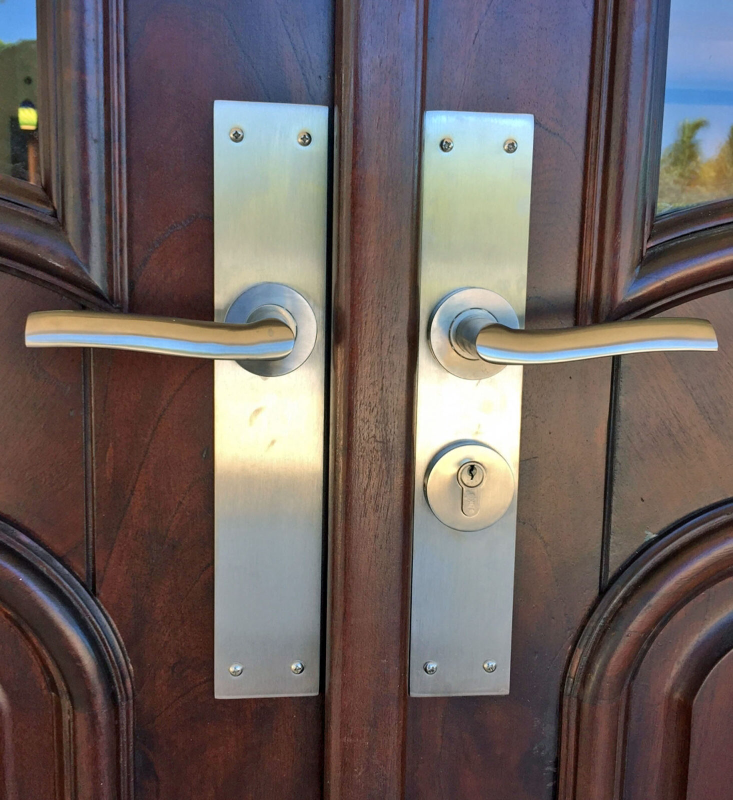 STAINLESS STEEL KEY COLONY HANDLES.