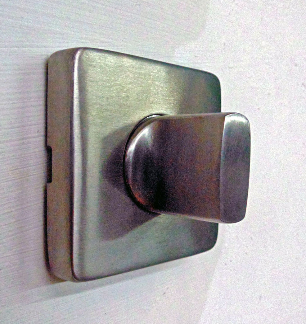 STAINLESS STEEL SQUARE WITH THUMB TURN.