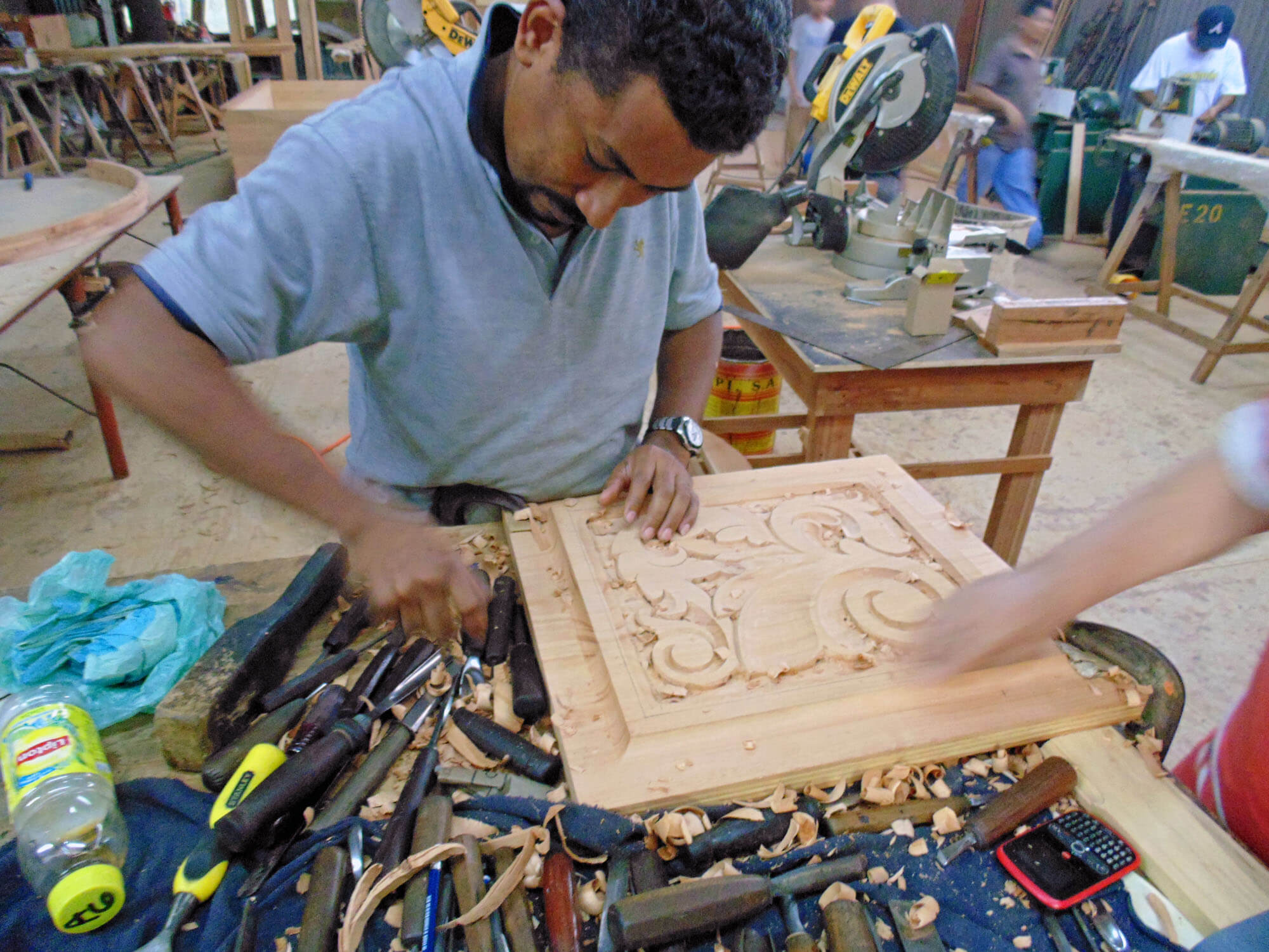 HAND CARVING CRAFTSMANSHIP.