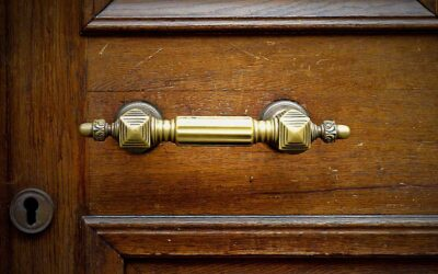 There's More to Life Than Traditional Door Pulls – Choose the Right Exterior Door Handle
