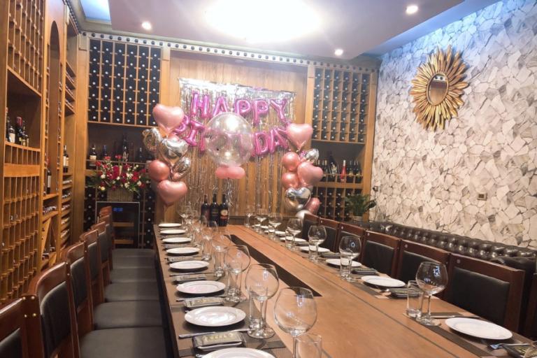 Tổ chức sinh nhật tại nhà hàng