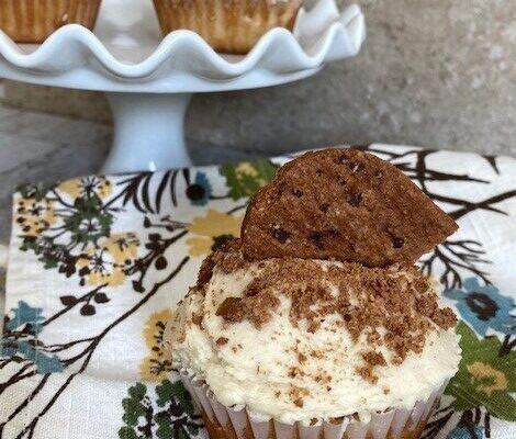 Cinnamon Graham Cracker Cupcakes – #FallFlavors