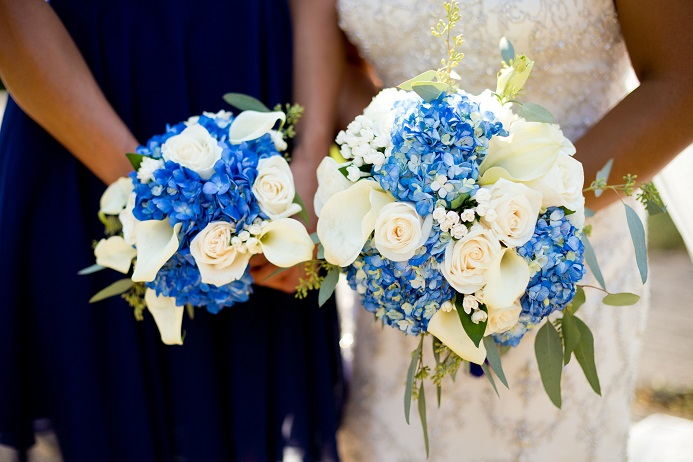 blue-and-white-bridal-bridesmaid-bouquet