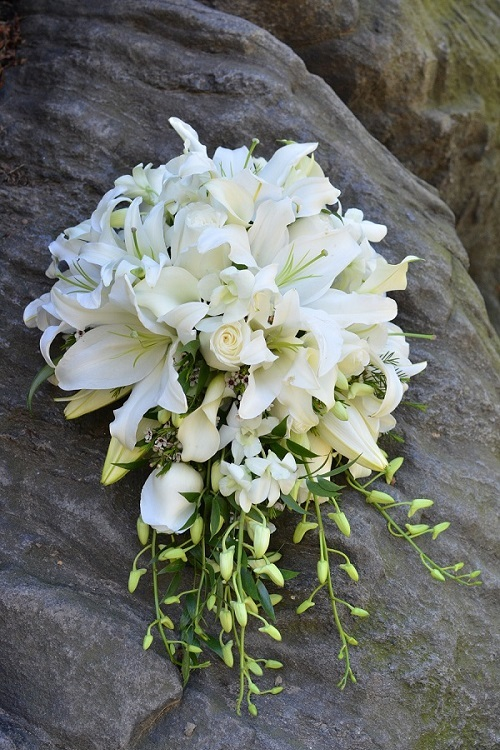 cascading-bridal-bouquet-white