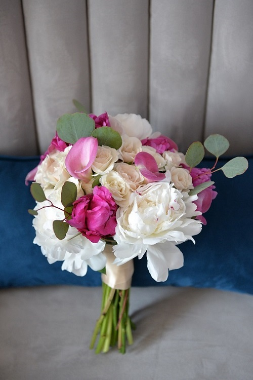 pink-white-spring-bridal-bouquet