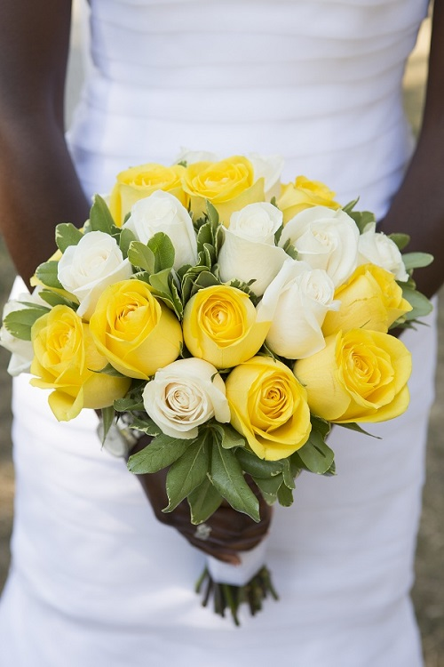 wedding-flower ideas-yellow-cream-rose-wedding-bouquet