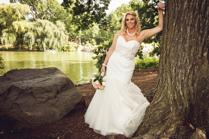 bridal-portrai-central-park-the-lake