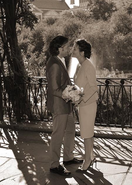 conservatory-garden-fountain-wedding-photos