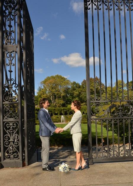 conservatory-garden-wedding-vanderbilt-gate