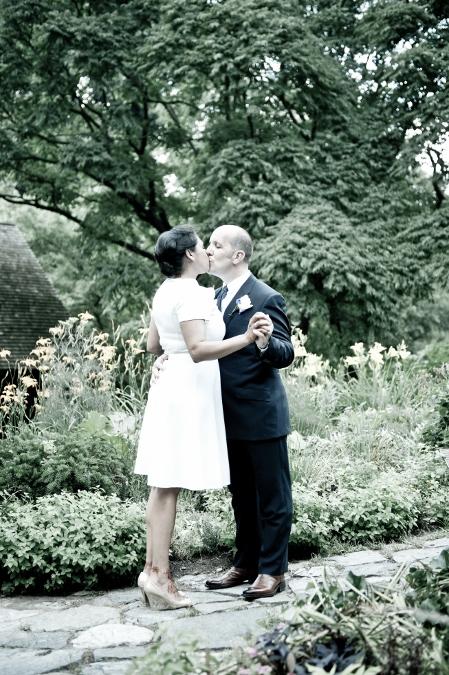 shakespeare-garden-summer-wedding-photo-central-park