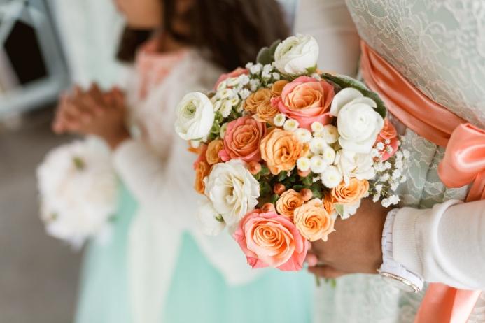 spring-bridesmaid-bouquet-soft-colors