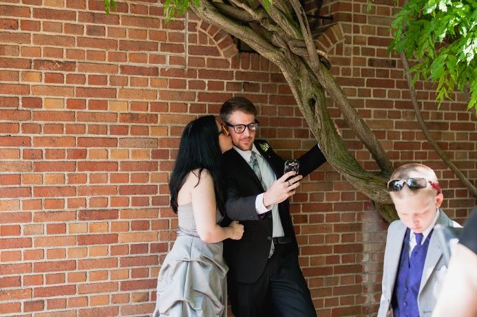 spring-wedding-at-wisteria-pergola (15)