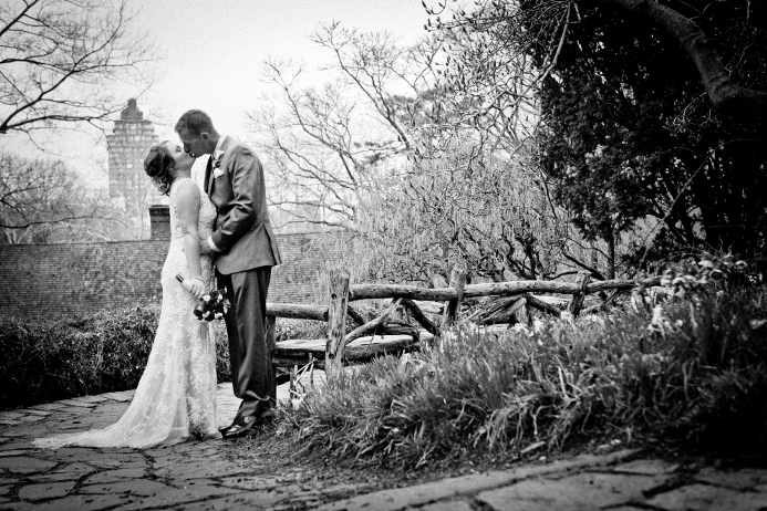 intimate-wedding-at-shakespeare-garden (14)