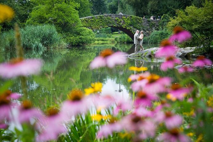 summer-wedding-in-shakespeare-garden (18)