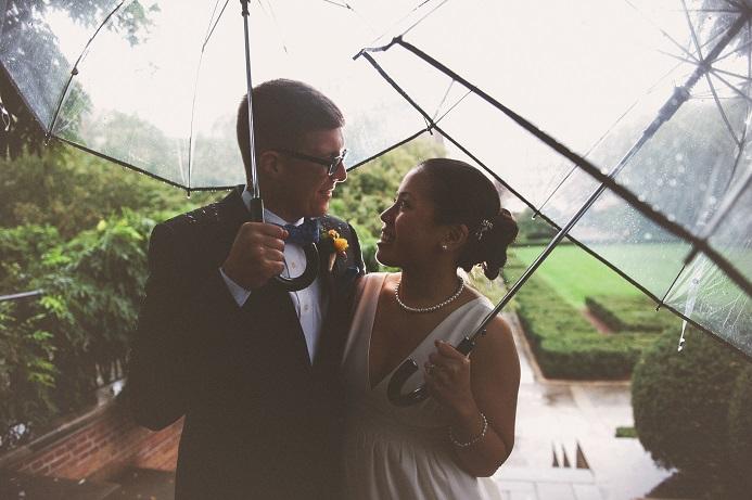 rainy-wedding-conservatory-garden (10)