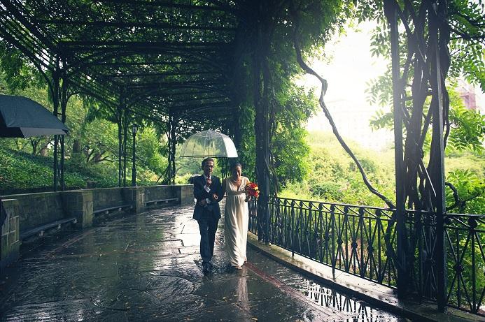 rainy-wedding-conservatory-garden (4)
