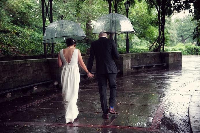 rainy-wedding-conservatory-garden (9)