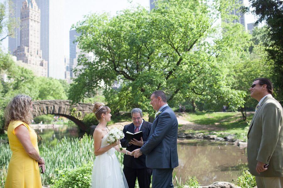 Intimate Spring wedding behind Gapstow Bridge