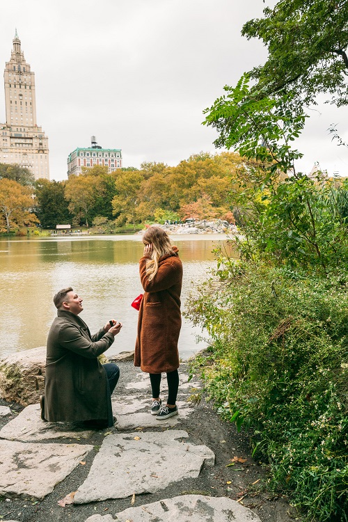 Girlfriend surprised as boyfriend proposes along Lake in Central Park