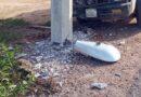 Poste de la CFE en malas condiciones, tras accidente vehicular