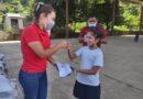 <strong>Nalley Álvarez sigue entregando uniformes en escuelas de Marquelia</strong>