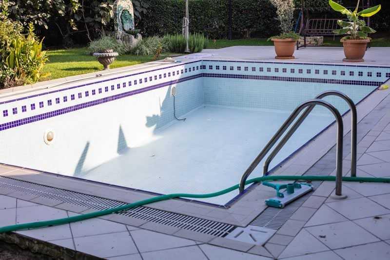 Drain Swimming Pool