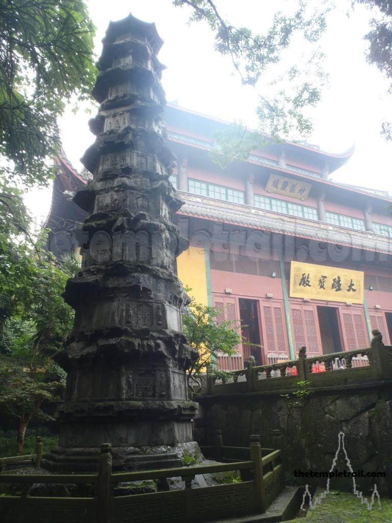 Lingyin hall and sutra pillar
