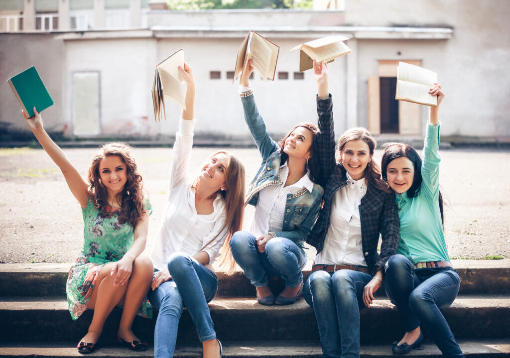 8 Tips For Starting And Nurturing A Successful Online Book Club | carry a book app | reading | books | novels | girls reading | companion | iphone | library | friends | like minded | mutual interests | match | friendship | connection | literacy|