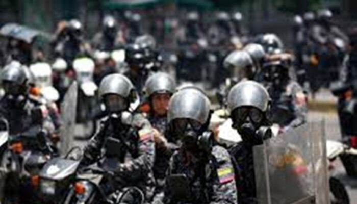 Funcionarios De La PNB Reprimieron A Manifestantes Opositores En La Candelaria